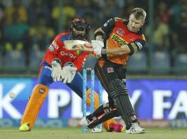 David Warner's heroics take Sunrisers Hyderabad into Final