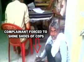 WATCH: Complainant shine shoes of cops at the police station in Muzaffarnagar