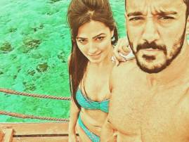 Yeh Hai Mohabbatein actress dons bold avatar while holidaying with hubby in Maldives