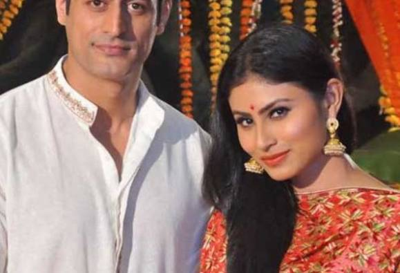 Mouni Roy FINALLY confesses her love for Mohit Raina