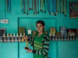 Faridkot: Craftsman's daughter aspires to win gold medal in badminton in next Olympics
