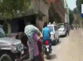 Kanpur: Hospital refuses to provide ambulance, 12-year-old dies on father