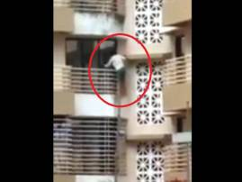 Mumbai: Enraged over insult to mother, 20-yr-old climbs up three floors with a sword to take revenge
