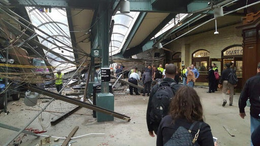 New Jersey: 1 killed & more than 100 injured in commuter train crash