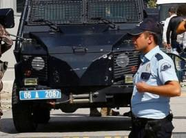 2 bombers, stopped by police, blow themselves up in Turkey