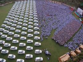 Diwali Bonanza: Surat firm gifts 400 flats,1260 cars as bonus to its employees
