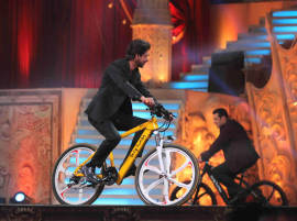 STAR SCREEN AWARDS 2016: Shah Rukh, Salman Turn Out To Be The Best Entertainers Of The Evening