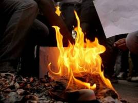 Unable to exchange notes, woman sets herself ablaze, dies
