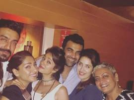 WHOA: Sagarika Ghatge & Zaheer Khan DATING each other? To TIE THE KNOT SOON?