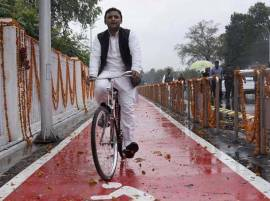 It's advantage Akhilesh Yadav in UP