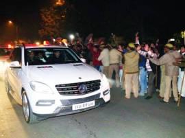 Akhilesh visits, Mulayam blesses