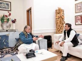 Drama in Lucknow: Mulayam transfers assets, retains liabilities
