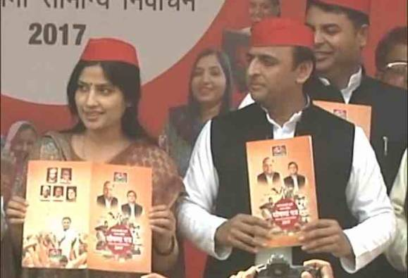 Akhilesh Yadav announces party manifesto; Mulayam, Shivpal skip event