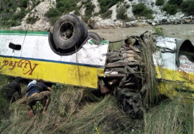 28 dead after bus falls into gorge in Himachal Pradesh