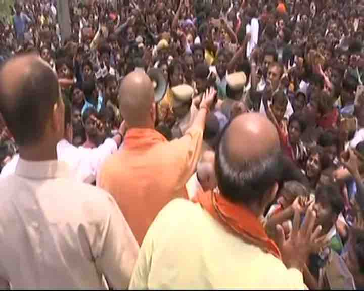 Kushinagar: Agitating crowd blocks Yogi's way to accident spot, CM returns without visiting