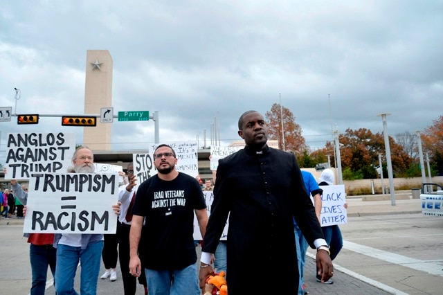 Texas Mosque Draws Protest, Counter-Protest Demonstrations