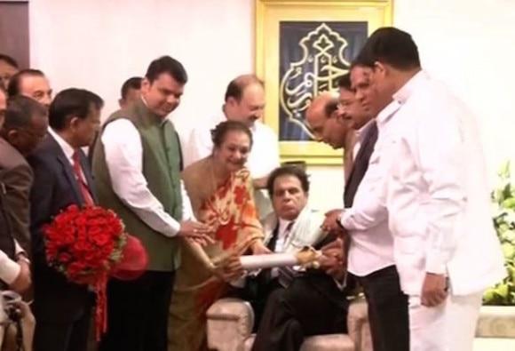 Dilip Kumar gets Padma Vibhushan award