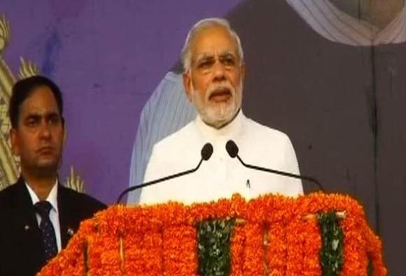 kerala needs corruption free third forces says Pm modi