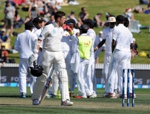 New Zealand's Mitchell Santner walks out for 38, caught by Sri Lanka's Dinesh Chandimal off the bowling of Numan Pradeep on the second day of the second cricket test in Hamilton, New Zealand, Saturday, Dec. 19, 2015. (Ross Setford/SNPA via AP) NEW ZEALAND OUT