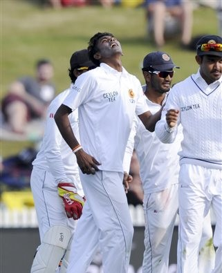 SL close in on lead after Chameera's five