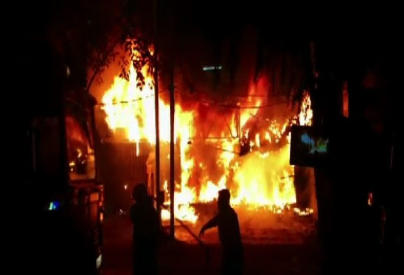 two shops caught fire in mumbai