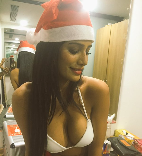 Poonam Pandey to gift fans 'sexy video' on Christmas