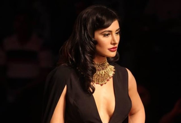 Pak daily ad featuring Nargis Fakhri causes Twitter buzz