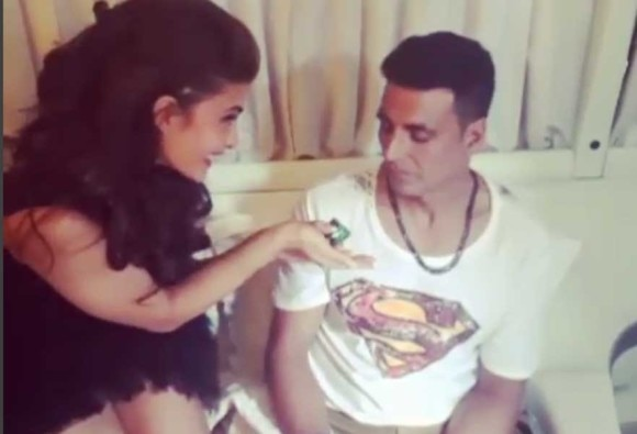 Check Out : What Jacqueline Fernandez Gifted Akshay Kumar For Secret Santa