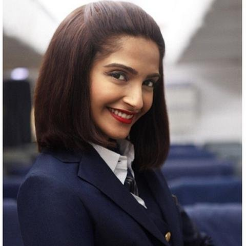 sonam kapoor gets 80 lakhs followers on twitter