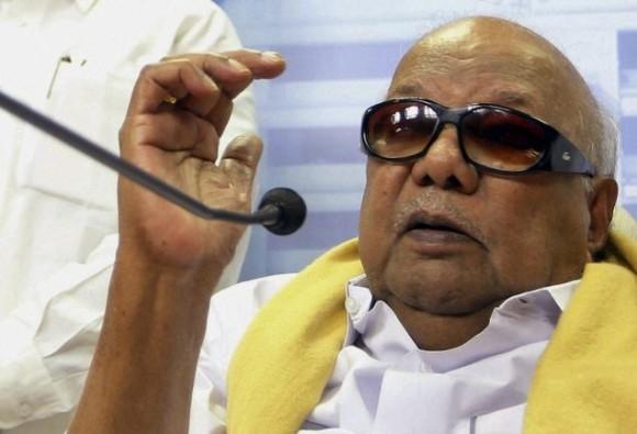 dmk chief karunanidhi extends hand of friendship to congress for alliance