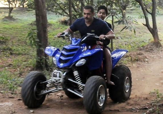 Salman Khan spends time with family