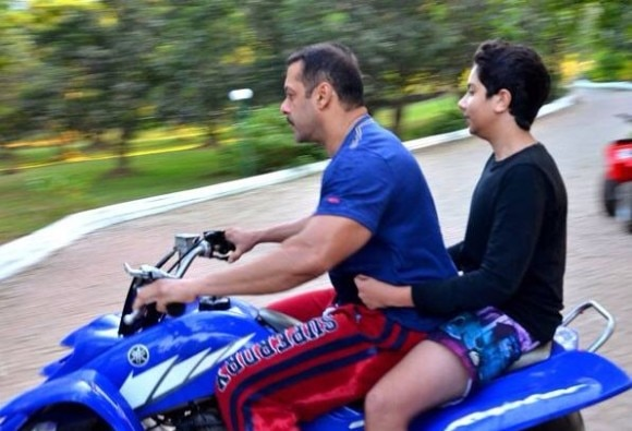 Salman spends time with Family