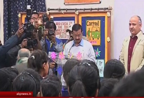 Kejriwal ropes in students to implement odd-even scheme