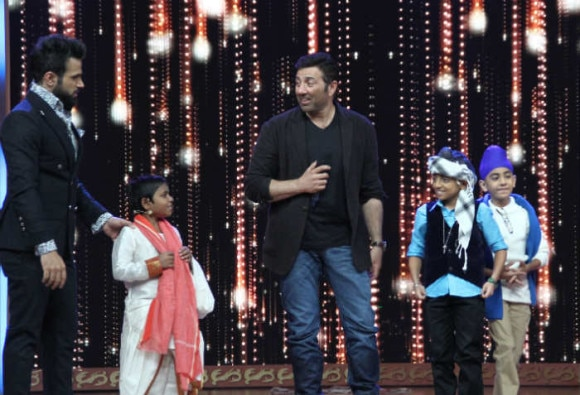 Sunny Deol Shakes A Leg On 'India's Best Dramebaaz'