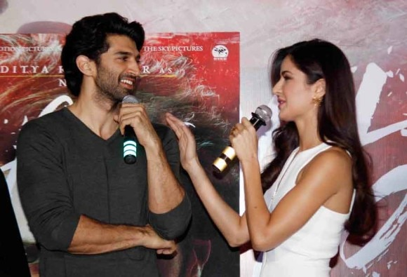 VIDEO INTERVIEW: WATCH KATRINA REACT TO HER PICTURE OF KISSING BOYFRIEND RANBIR IN THE BALCONY