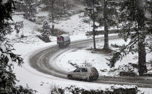 snowfall drapes Kashmir in white