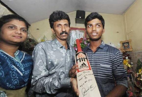 PranavDhanawade gets signed bat from sachin