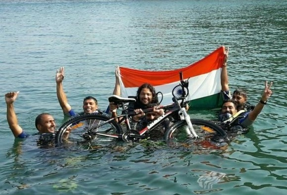 8 Youth did cycling in sea for Beti Bachao-Beti Padhao