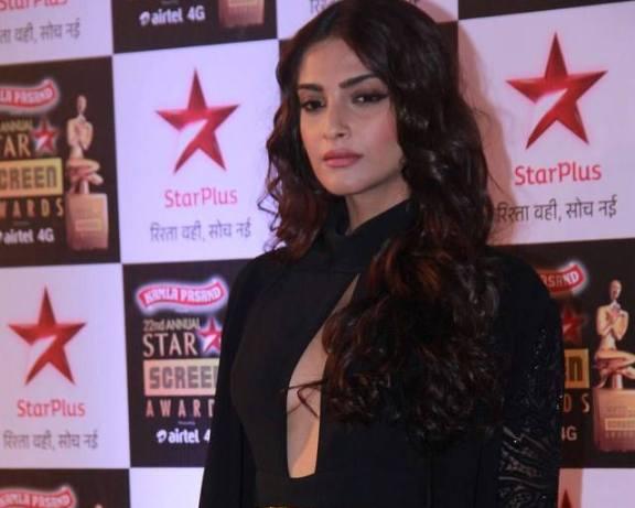 Star Screen Awards 2016: Sonam Kapoor makes a bold appearance