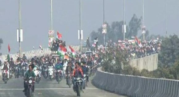Delhi: congress inaugrated new eliveted road from mubarka
