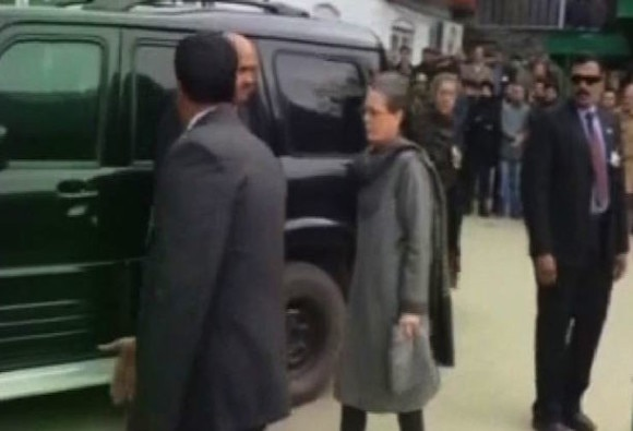 Sonia Gandhi to meet Mehbooba in Srinagar today