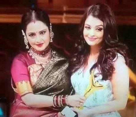 Aishwarya Rai Bachchan addresses Rekha as Maa!