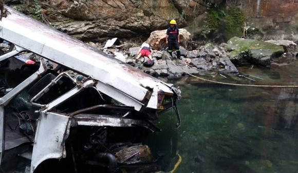 Bus crash in Mexico's Veracruz claims at least 21 football players and fans