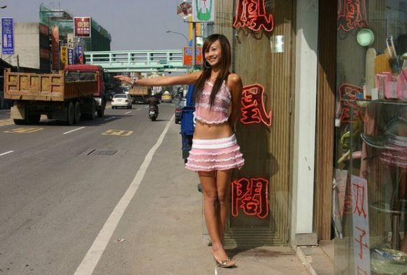 Taiwan's Betel Nut Beauties – Scantily-Clad Girls Peddling Nuts on the Side of the Road