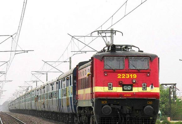 35 seconds compulsory wait to book tickets on IRCTC website