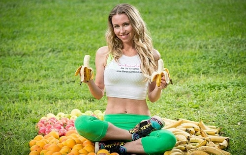 Freelee The Banana Girl eat dozen bananas for breakfast, 40 pieces of fruit for lunch and TWO KILOS of potatoes for dinner