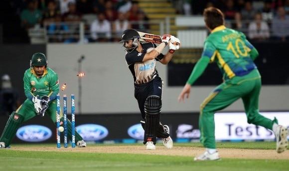 Pakistan win Amir's comeback game