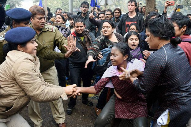 160118150008_students_protest_rohit_vemula_suicide_624x415_pti