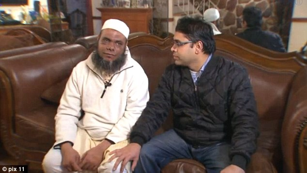 mob in america takes muslim man for being an IS guy, beats him as well