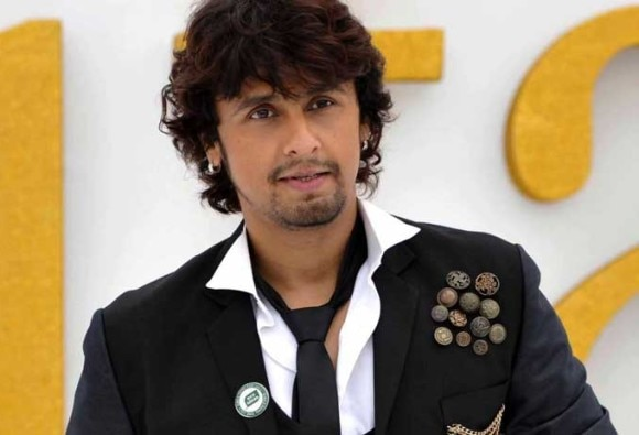 Sonu Nigam Surprises airplane passengers with an mid-air performance!